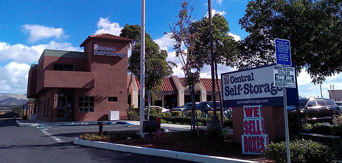 Entrance to a Central Self Storage facility with outdoor signage a promotion for we sell boxes